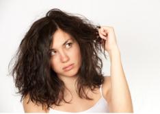 Como hidratar os cabelos em casa